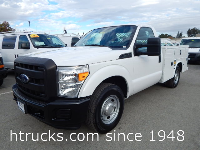 2015 Ford F250 8' Utility with LIFTGATE