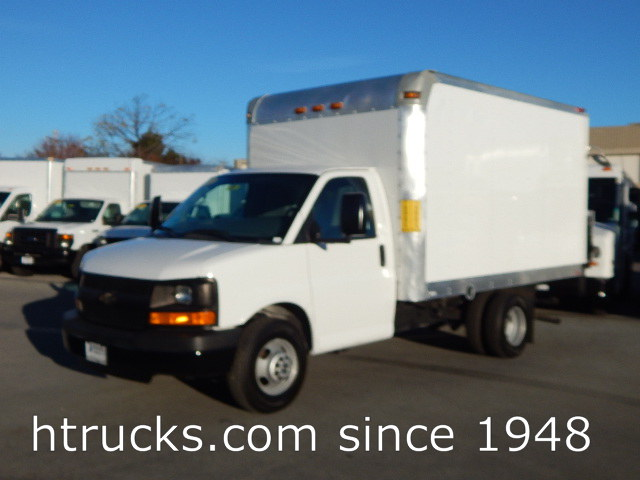 2012 Chev 3500 12' Parcel Van on Dual Rear Wheels  with LIFTGATE