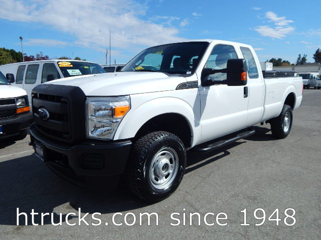 2012 Ford F350 8' Long Bed SUPER CAB Pickup - 4 X 4 - SINGLE REAR WHEELS